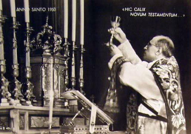 Risultati immagini per prete celebra Messa di requiem